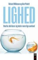 Den omdiskuterede bog THE SPIRIT LEVEL (2008) findes nu i dansk oversættelse og vil med omfattende videnskabelige undersøgelser bevise, hvorfor alle klarer sig bedre i et mere lige samfund.