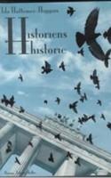 Hvad er det, der har gjort Holocaust til en urørlig myte – en forsimplet fortælling om de gode mod de onde? Hvad er det for en lammelse, der holder os fra at betragte de implicerede som ægte, komplekse mennesker og ikke bare ofrer eller bødler? Amerikanskfødte Ida Hattemer-Higgins debuterer med en roman, der vil rokke ved mytologien og nuancere kendsgerningerne, men den finder aldrig ud af hvordan.