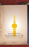 Wladimir Kaminers RUSSERDISCO opnåede kultstatus i Berlin kort tid efter udgivelsen i 2000. Det forstår man godt. Nu er fortællingerne fra 90'ernes Berlin oversat til dansk.