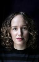 Med debutromanen CELESTINE har Olga Ravn betrådt nyt litterært territorium - og resultatet er en roman fuld af hjemsøgte kvinder, klistrede kroppe og arabeske sætninger.