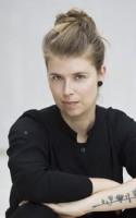 I dette afsnit af LitteraturLyd taler vi med forfatteren Signe Brønserud om hendes aktuelledebutroman, der udkom i februar 2016, OM ET KLAVER. Afsnittet er produceret af Camilla Pape og Emma Johanne Gaardbo Hede.