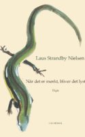 Laus Strandby Nielsens digte svæver rundt om det, der ikke kan siges. Indimellem meget præcist.