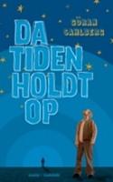 Med sin debut som romanforfatter har Göran Sahlberg skabt en humoristisk fortælling om et pudsigt barns opvækst i 1950'ernes Sverige. Men det er romanens dunkle lyd, der gør den god.