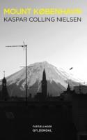Hvad hvis man forestiller sig, at der blev bygget et 3500 meter højt bjerg lige uden for København? Dette geo-arkitektoniske tankeeksperiment danner kulisse for fortællingerne i et fantasifuldt debutværk, der er en hyldest til menneskets opfindsomhed og trang til at sprænge rammer.