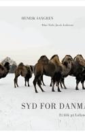 Saxgren har sat den historiske linse på og fanger en overraskende poetisk og tidløs fortælling om det sydlige Danmark. Distancen og det totale fravalg af mennesker er både bogens styrke og svaghed.