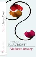 Flauberts klassiker er et udødeligt mesterværk, hvor fortælleren smukt balancerer og manipulerer læserens ambivalens overfor titelfiguren – og ikke går af vejen for også ætsende at grille resten af persongalleriet. Formidabelt velskrevet, stadig frisk og djævelsk morsom er det bare at tage for sig af de litterære lækkerier.