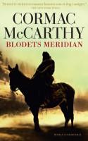 Et flimrende slettelandskab, afsvedent og frit af enhver vegetation. Her blomstrer volden i blodrøde farver, utæmmet og uden mening i Cormac McCarthys mesterværk fra 1985.
