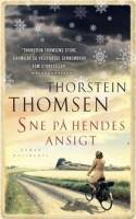 Tiden er omdrejningspunktet og samtidig fuldstændig fraværende i Thorstein Thomsens generationsportræt af tre kvinder, som alle kæmper mod at få fortiden med ind i fremtiden.