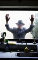 Næste del af vores podcast-serie LitteraturLyd handler om Harald Voetmanns fantastiske roman SYNER OG FRISTELSER om benediktinermunken Othlo. I dette første afsnit af tre om værket, taler Voetmann om munkens rejse gennem verdener.