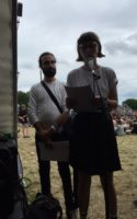 Vi vender endnu engang tilbage til årets Roskilde Festival og Forfatterskabets scene. I dette afsnit af Søndags P skal I høre Johanne Kirkeby læse op fra nogle digte hun har fået udgivet i Hvedekorn. Rigtig god søndag!