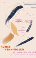 At læse Agnes Henningsens erindringer er at blive slugt af en andens liv, det livs tid og ikke mindst: dets sprog. Henningsens fortælling er danmarkshistorie båret frem af en betagende egenhed.