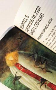 Den dansk-norske kritiker Susanne Christensens nye essay, Leonoras Rejse, er et lille værk med en urolig puls. Essayet stræber efter at rejse i hælene på den endnu relativt ukendte surrealistiske kunstner, Leonora Carrington (1917-2011), men rejser også indad i essayistens […]